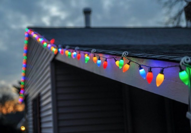 hanging christmas lights on roof